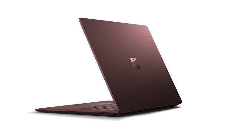 surface laptop i bordeauxrød set bagfra