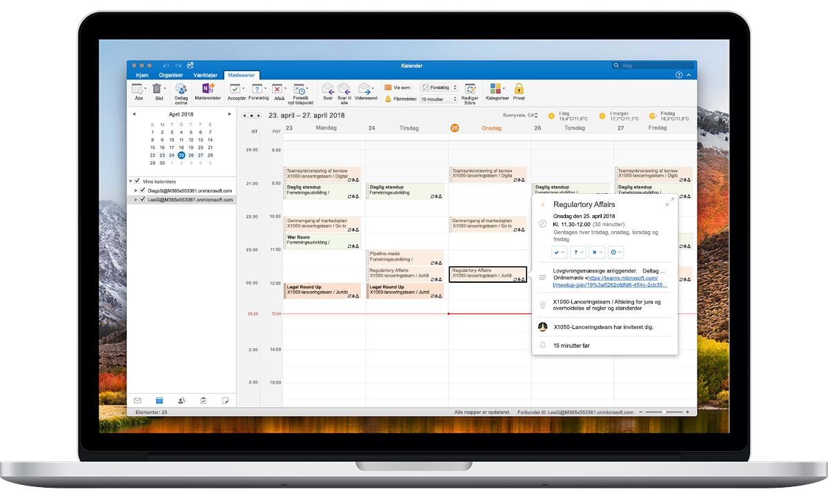 En åben bærbar-pc viser tidszoneindstillingerne i Outlook Kalender.