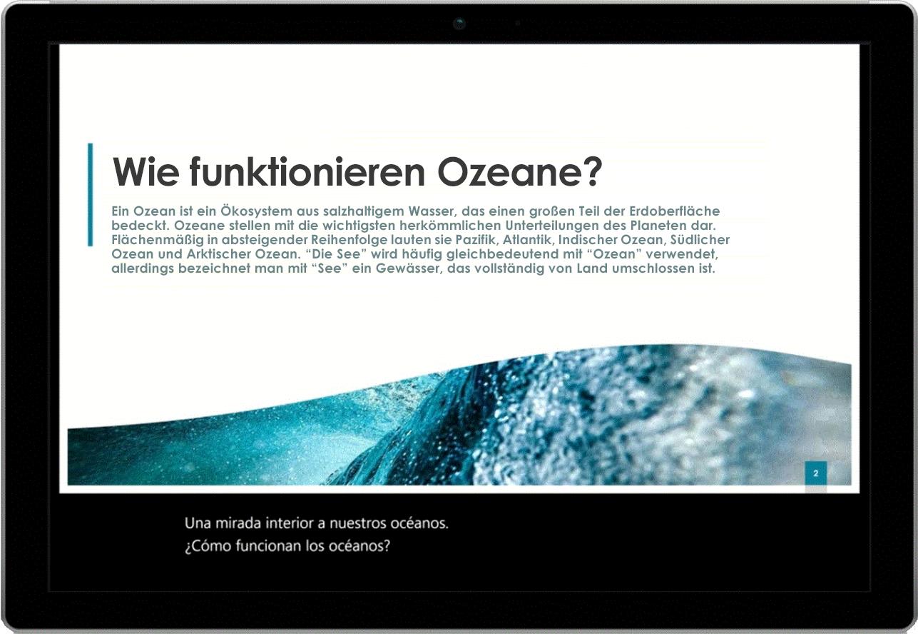 Ein Tablet mit einer PowerPoint-Folie über Ozeane und Liveuntertiteln am unteren Bildschirmrand