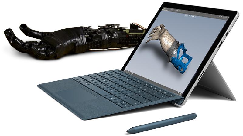 Produktabbildung eines Surface Pro mit Surface-Stift und dem Prototyp einer künstlichen Gliedmaße.