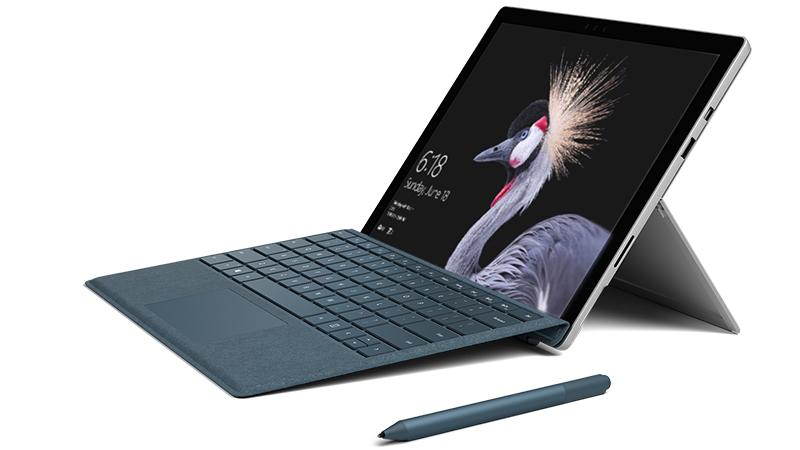 Produktabbildung eines Surface Pro mit Surface Pen und Surface Pro Signature Type Cover.