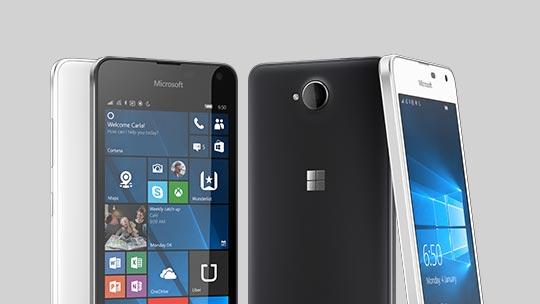 Vorder- und Rückseite von vier Lumia 650 Smartphones.