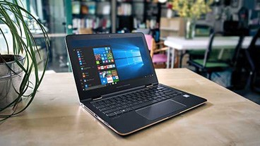 Windows PC on a café table, buy now