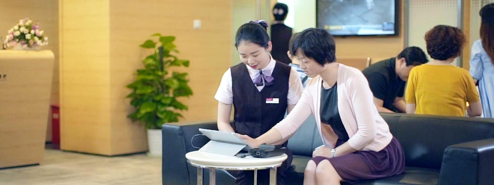 Image of employees at China Merchants Bank.