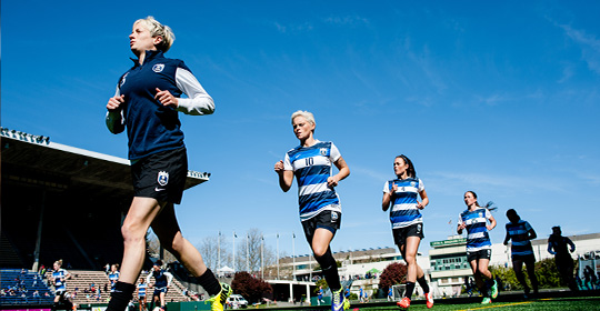 Seattle Reign players warming up