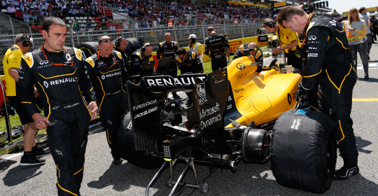 Renault Sport Formula One Team in the pits; Explore Dynamics