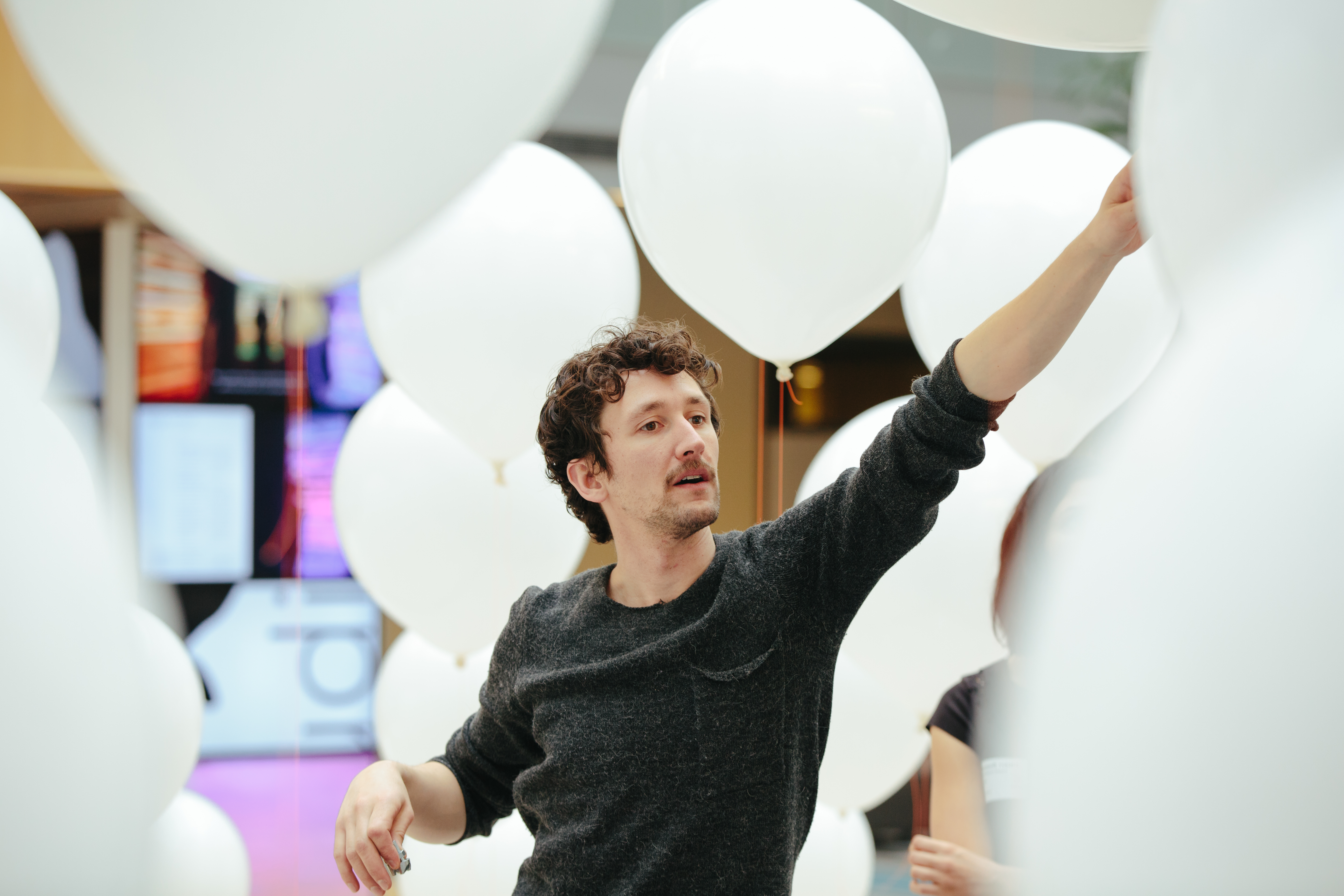 Artist with balloons