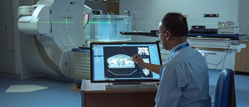 Dr. Raj Jena using Innereye in a hospital setting