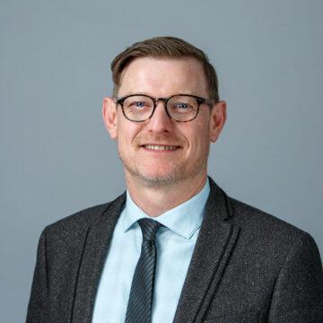Portrait of Derek Richards