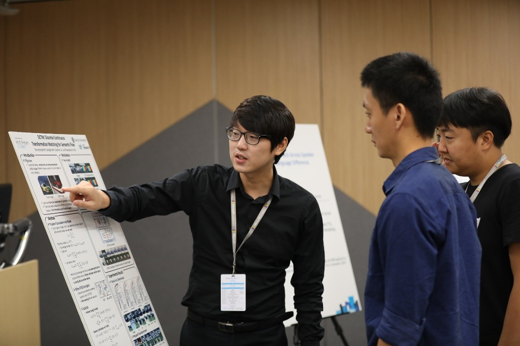 In the poster session, Seungryong Kim (left) from Yonsei University showed his work published on ICCV, 2017.