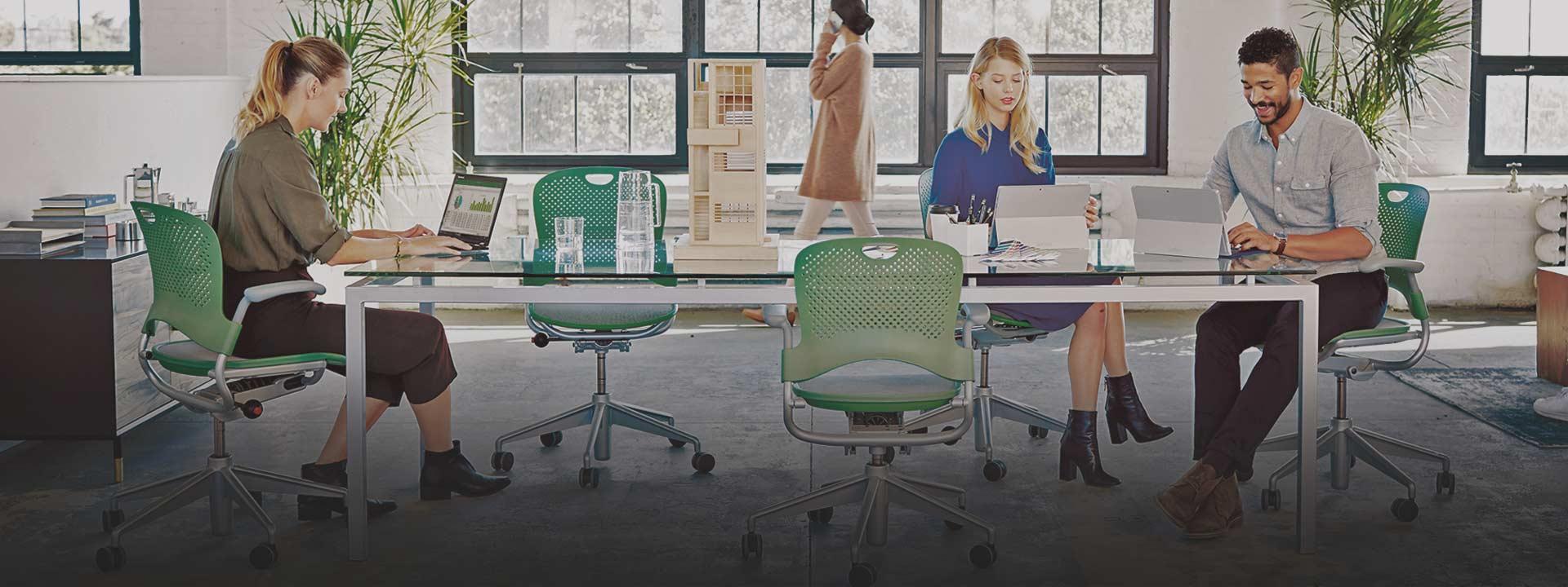 Usuarios trabajando. Más información sobre Office 365