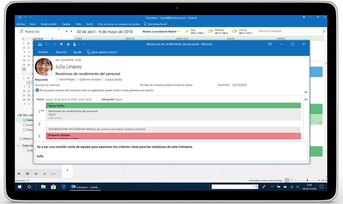 Una tableta en la que se muestra una invitación de reunión en Outlook.