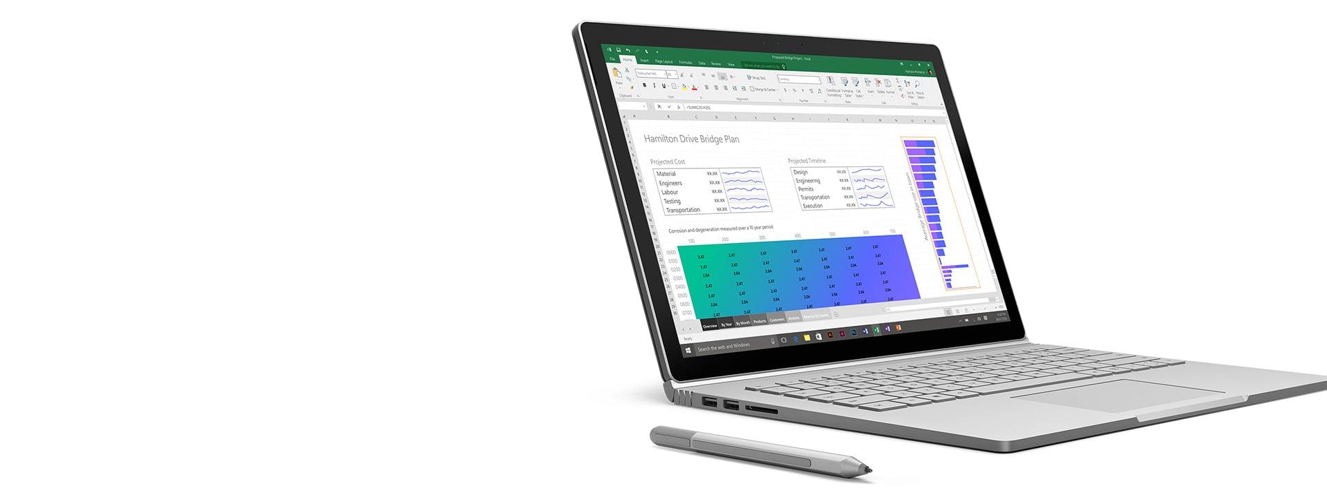 Surface Book avec Excel ouvert sur l'écran et le stylet