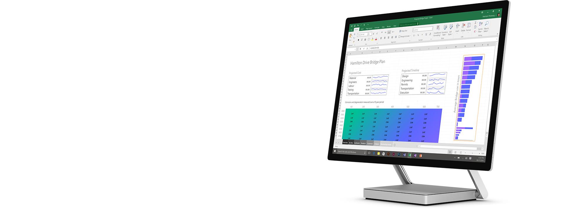 Surface Studio en mode ordinateur de bureau avec feuille Excel ouverte à l'écran