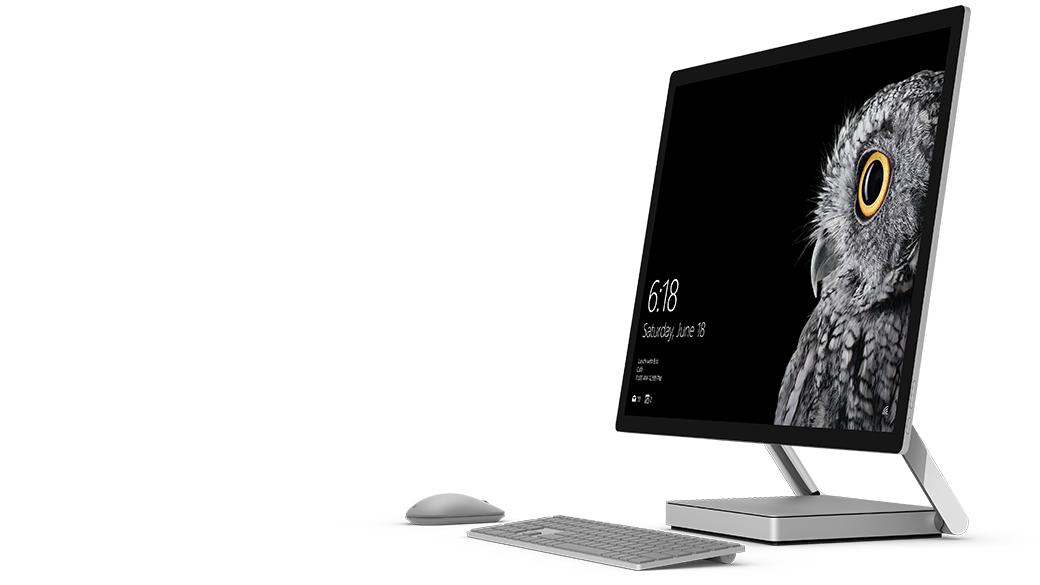 Surface Studio avec clavier et souris