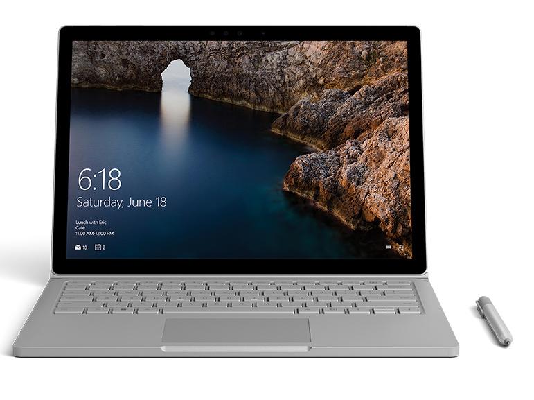 Surface Book de face avec image d'un iceberg ouverte dans Photoshop