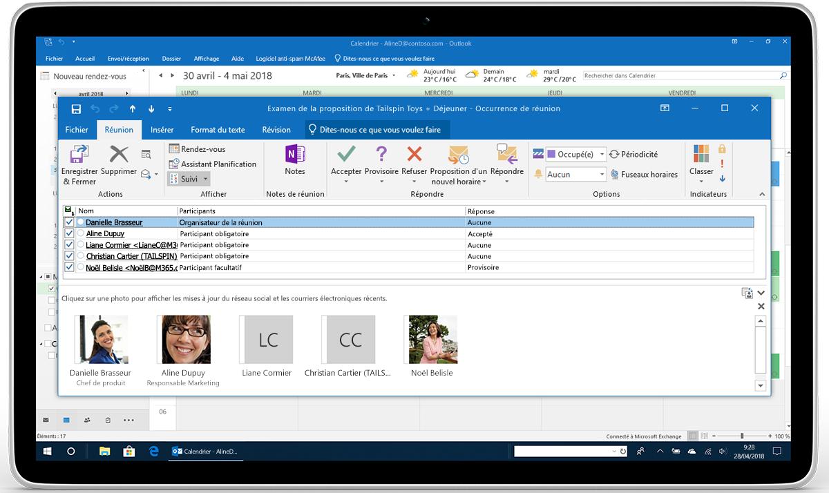 Tablette affichant le suivi et le transfert des réponses relatives à une réunion dans Outlook