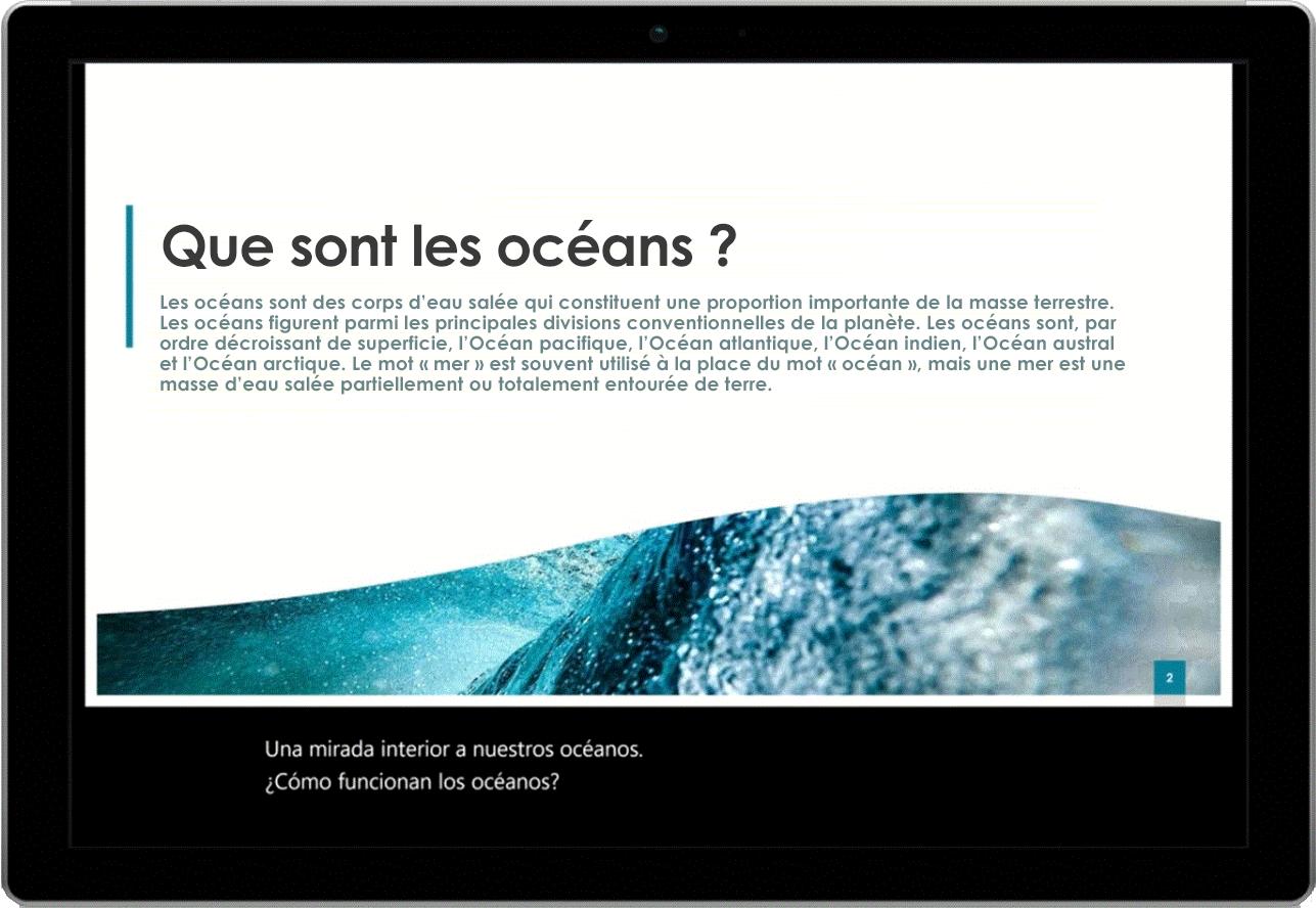Image d'une tablette montrant une diapositive PowerPoint sur les océans. Des sous-titres en direct sont affichés en bas de l'écran.