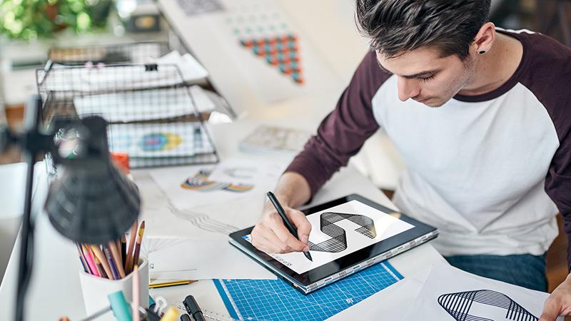 מחשב עם Windows 10 ו- Ink