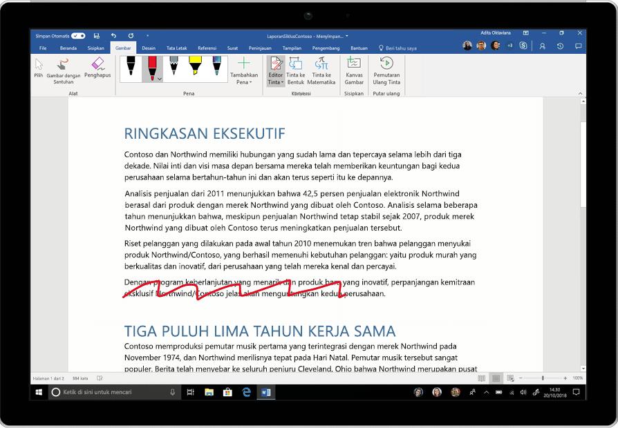 Gambar Editor Tinta sedang digunakan dalam dokumen Word. Sebuah paragraf dihapus, satu kata disisipkan, dan spasi ditambahkan.