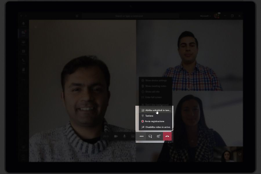 Immagine che mostra le didascalie e i sottotitoli live utilizzati in Teams.