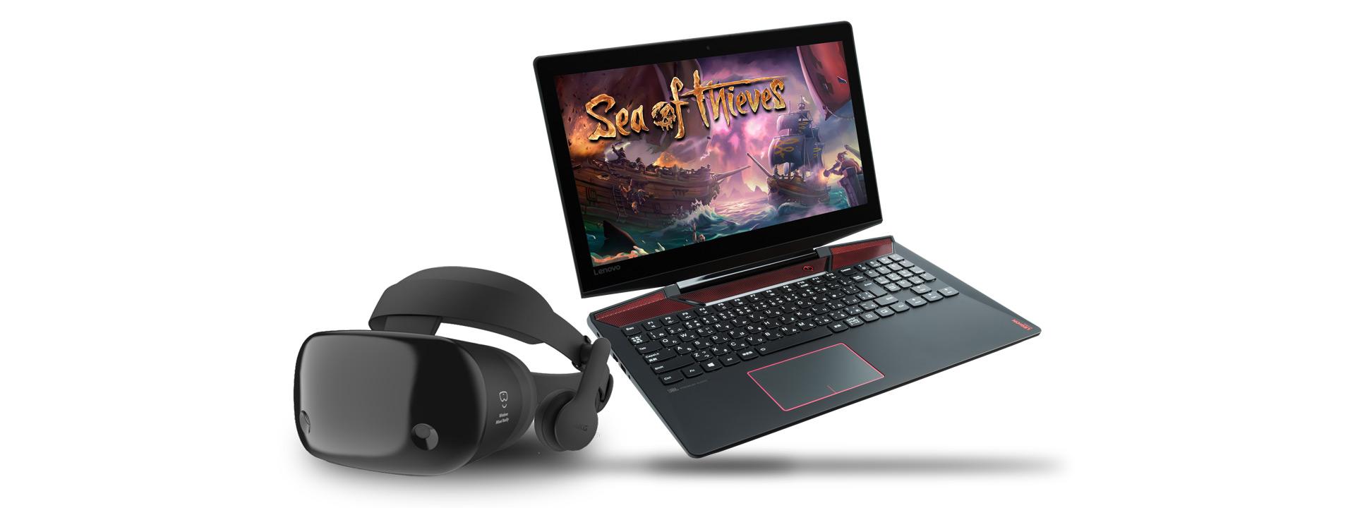 スクリーンにSea of Thievesを表示しているゲーミングノートパソコンのあるWindows Mixed Realityヘッドセット