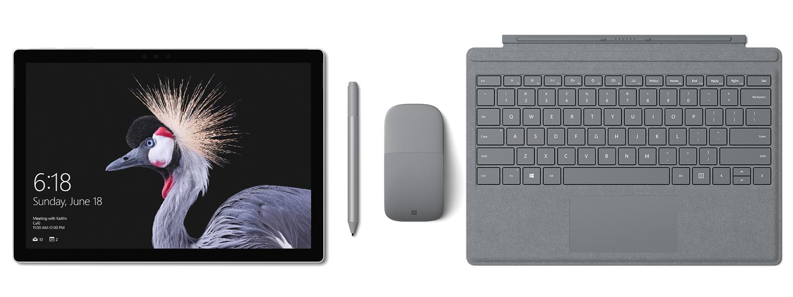 プラチナの Surface Pro Signature タイプ カバー、 Surface ペンと Surface Arc Mouse を備えた Surface Pro の画像。Surface ペン附属