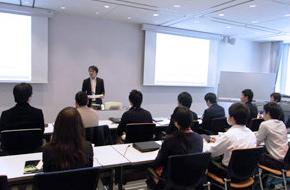 日本での教育風景の図