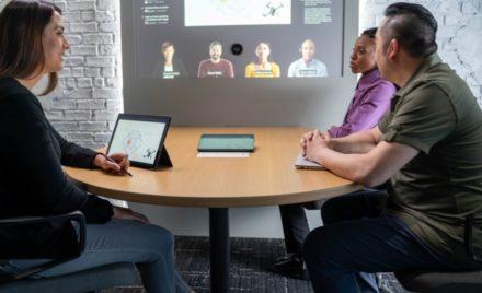 Image for: ハイブリッド ワークへの Microsoft のアプローチ: お客様のための新しいガイド