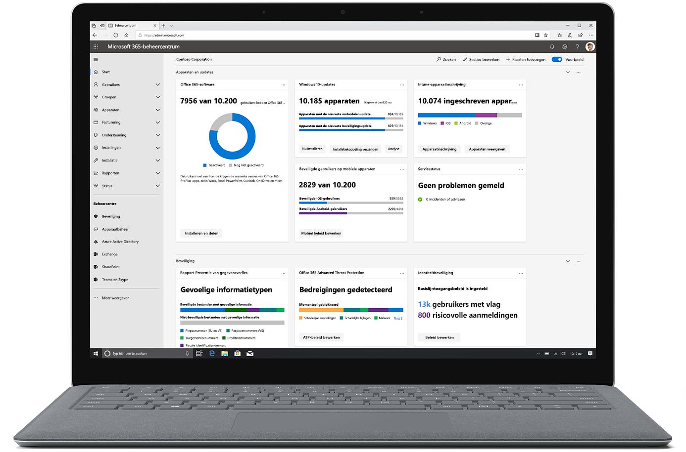 Afbeelding van het Microsoft 365-beheercentrum op een geopende laptop.