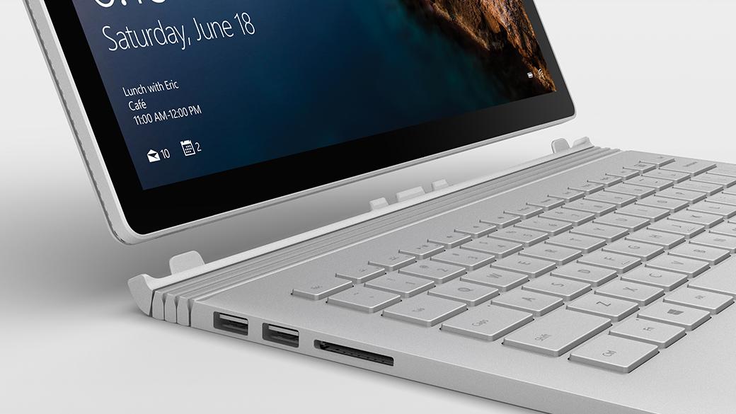 Surface Book weergegeven als geopende laptop met Windows-scherm.