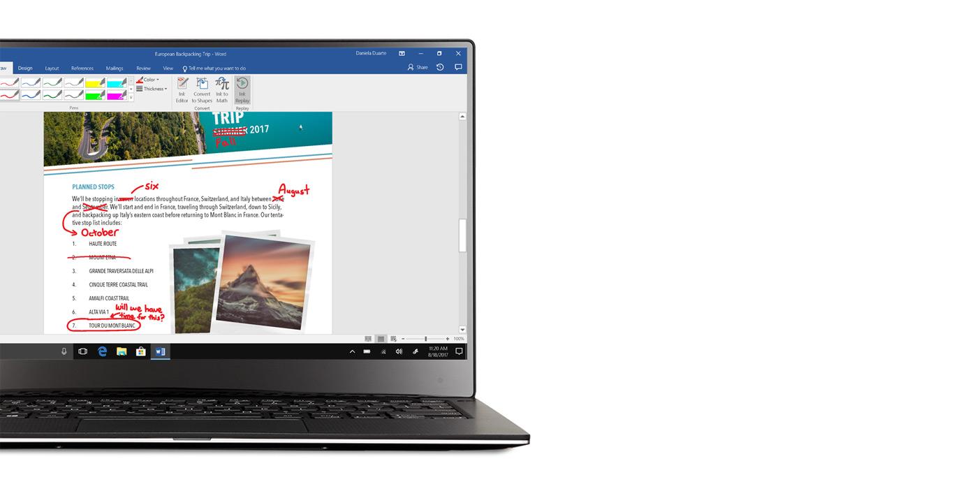 Laptop z systemem Windows 10 wyświetlający otwartą aplikację Word z poprawkami wprowadzonymi za pomocą pisma odręcznego