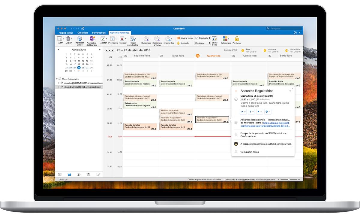 Um laptop aberto mostra as opções de fuso horário no Calendário do Outlook.