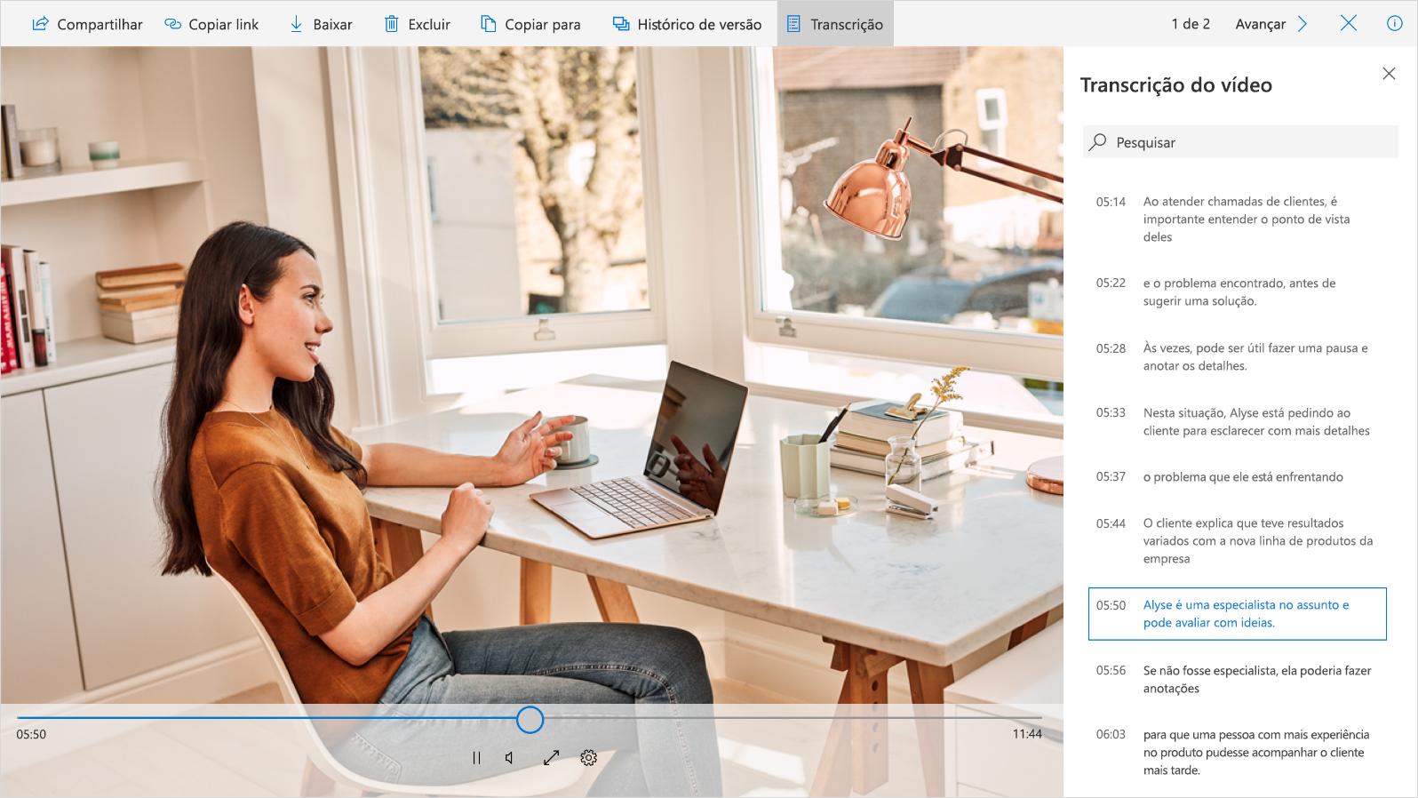 Uma captura de tela mostra um vídeo e uma transcrição de vídeo na barra lateral direita.