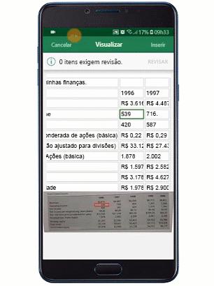 Uma imagem animada mostra o recurso Inserir dados da imagem sendo usado em um dispositivo móvel.