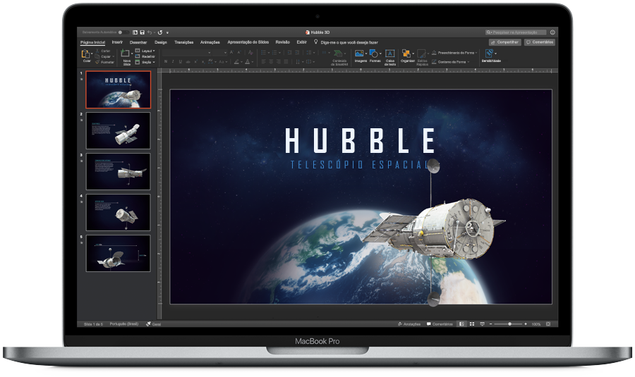 Imagem de um MacBook Pro aberto, com o PowerPoint exibido no Modo Escuro na tela.