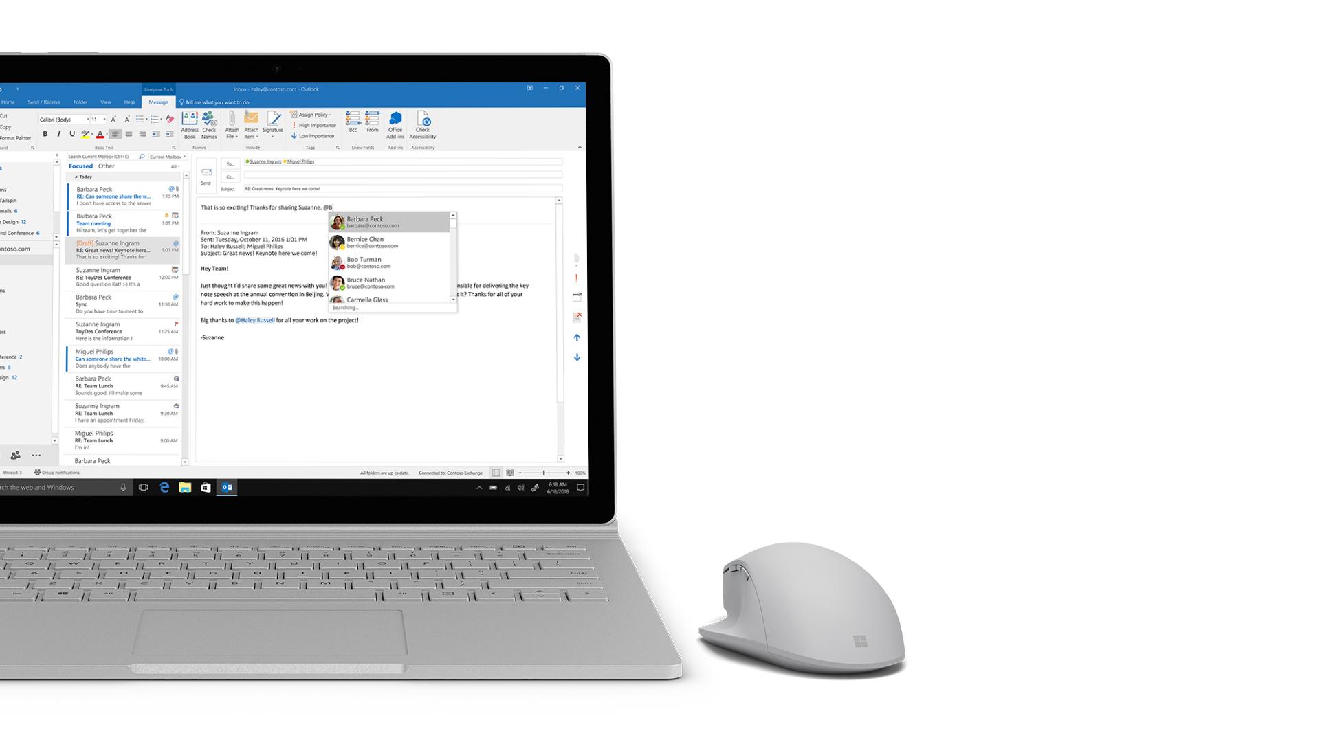 Captura de ecrã do Outlook no Surface.
