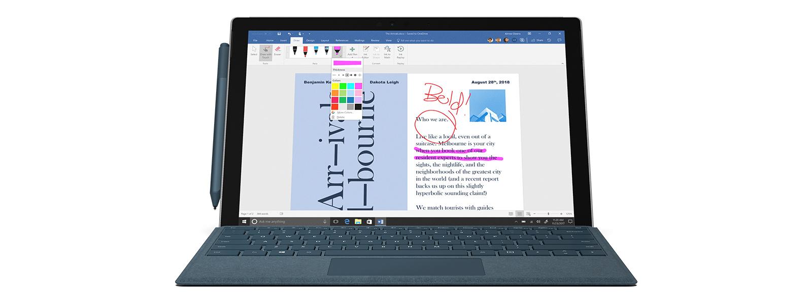 Un dispozitiv Surface Pro care prezintă funcția de scriere în cerneală pe un ecran Paint 3D