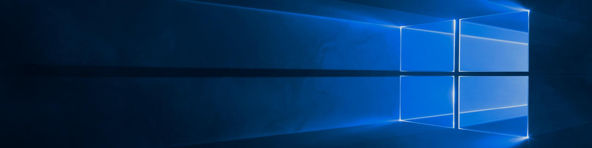 Солнце ярко светит через окно, купите и скачайте Windows 10