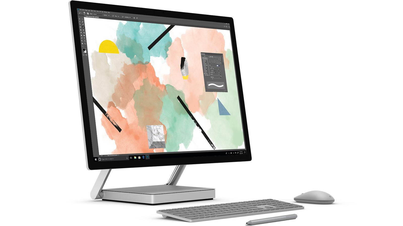 Surface Studio med tangentbord, mus och Surface-penna