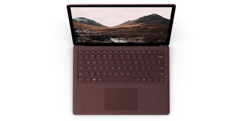Vy uppifrån av Surface Laptop i bourgogne