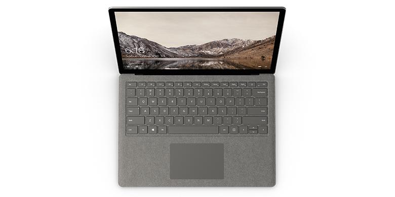 Vy uppifrån av Surface Laptop i grafitguld