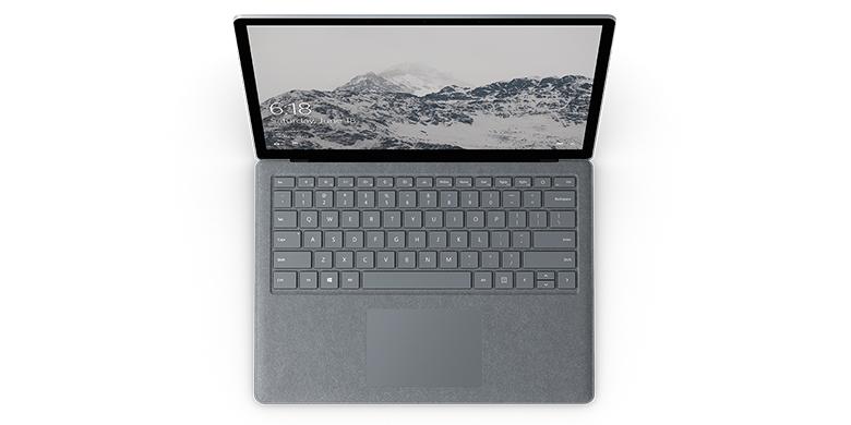 Vy uppifrån av Surface Laptop i platinum