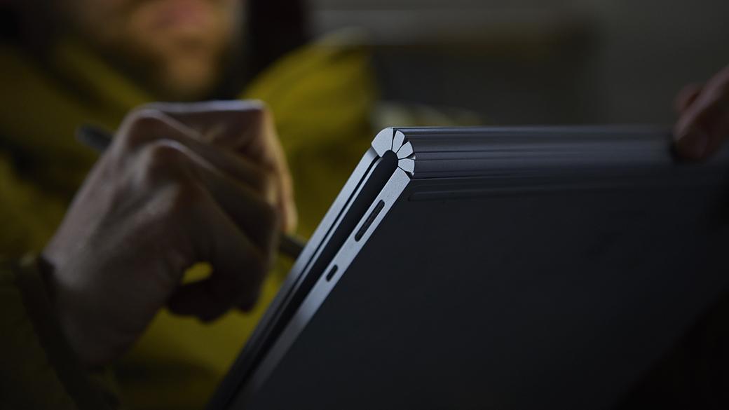 使用 Surface 触控笔在 Surface Book 2 显示屏上写字